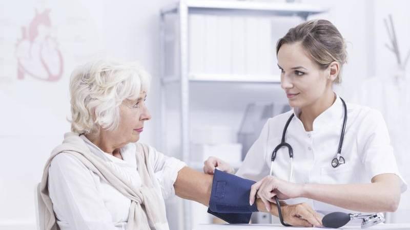 Blutdruck im Alter nicht zu stark absenken - Mein..